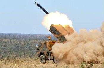 Imagem de julho de 2011 mostra lançamento de foguete do Exército em treinamento realizado em Formosa (GO). Foto: Antonio Cruz / ABr