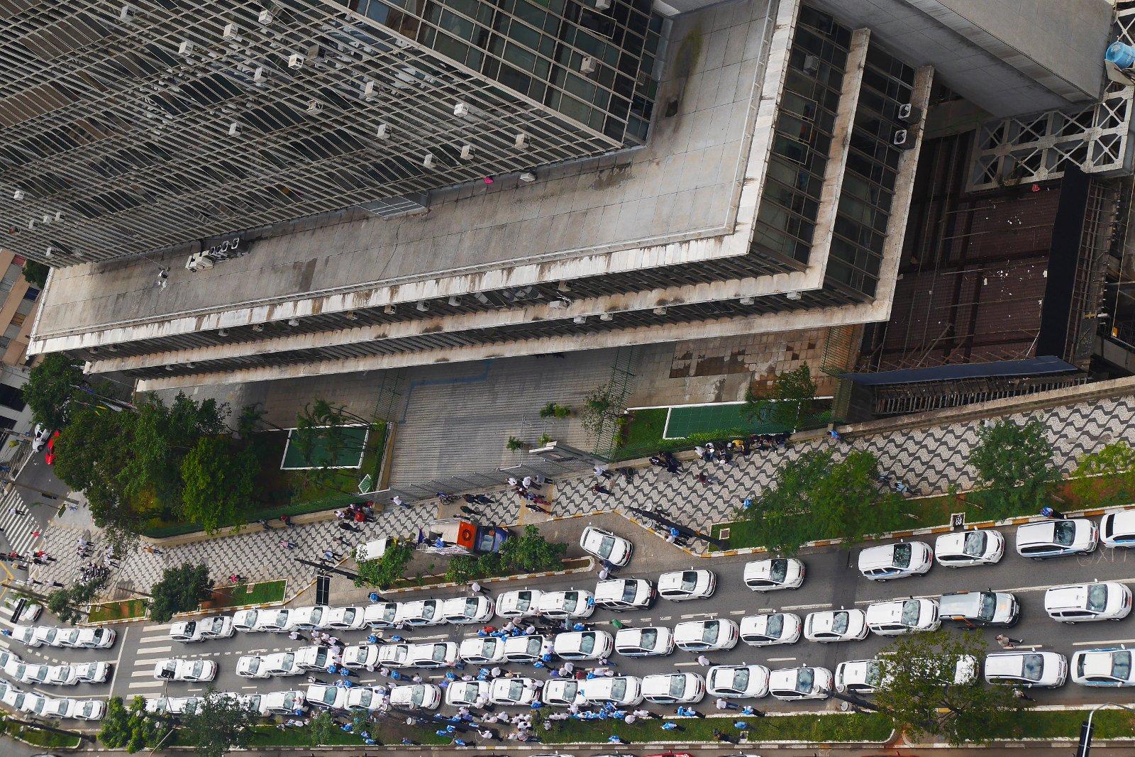 Protesto de taxistas em frente à Câmara Municipal de São Paulo contra a Uber