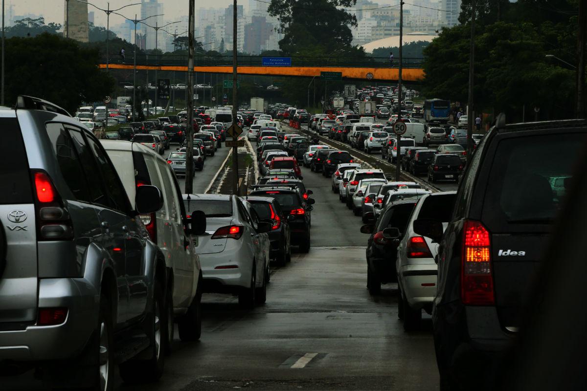 A norma de controle da poluição do ar asfixia os brasileiros
