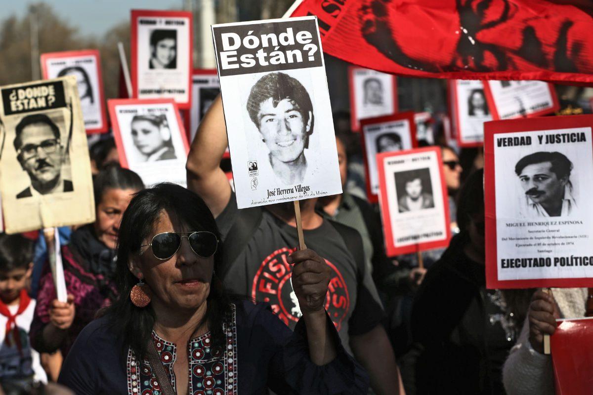 Manifestação no Chile lembra os desaparecidos durante a ditadura de Pinochet