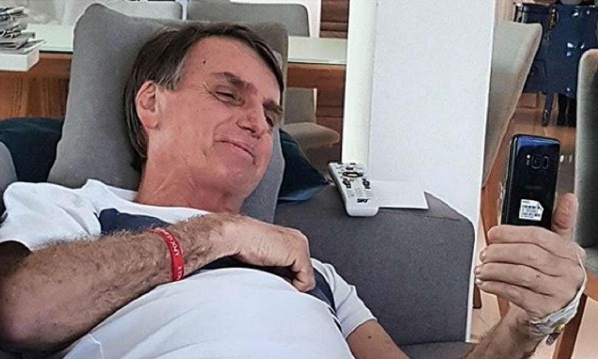 Comportamento de Bolsonaro na internet ajuda fábrica de fake news