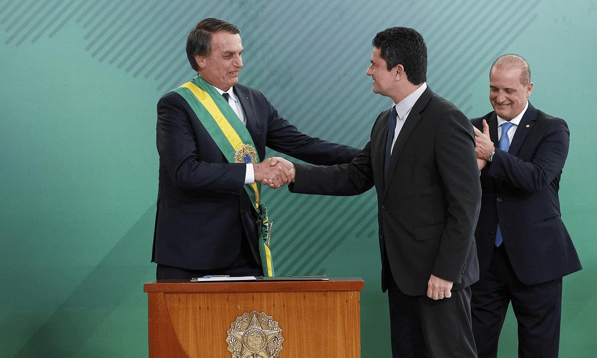 Bolsonaro ao lado de seu ministro da Justiça, Sergio Moro (Foto: ABr)