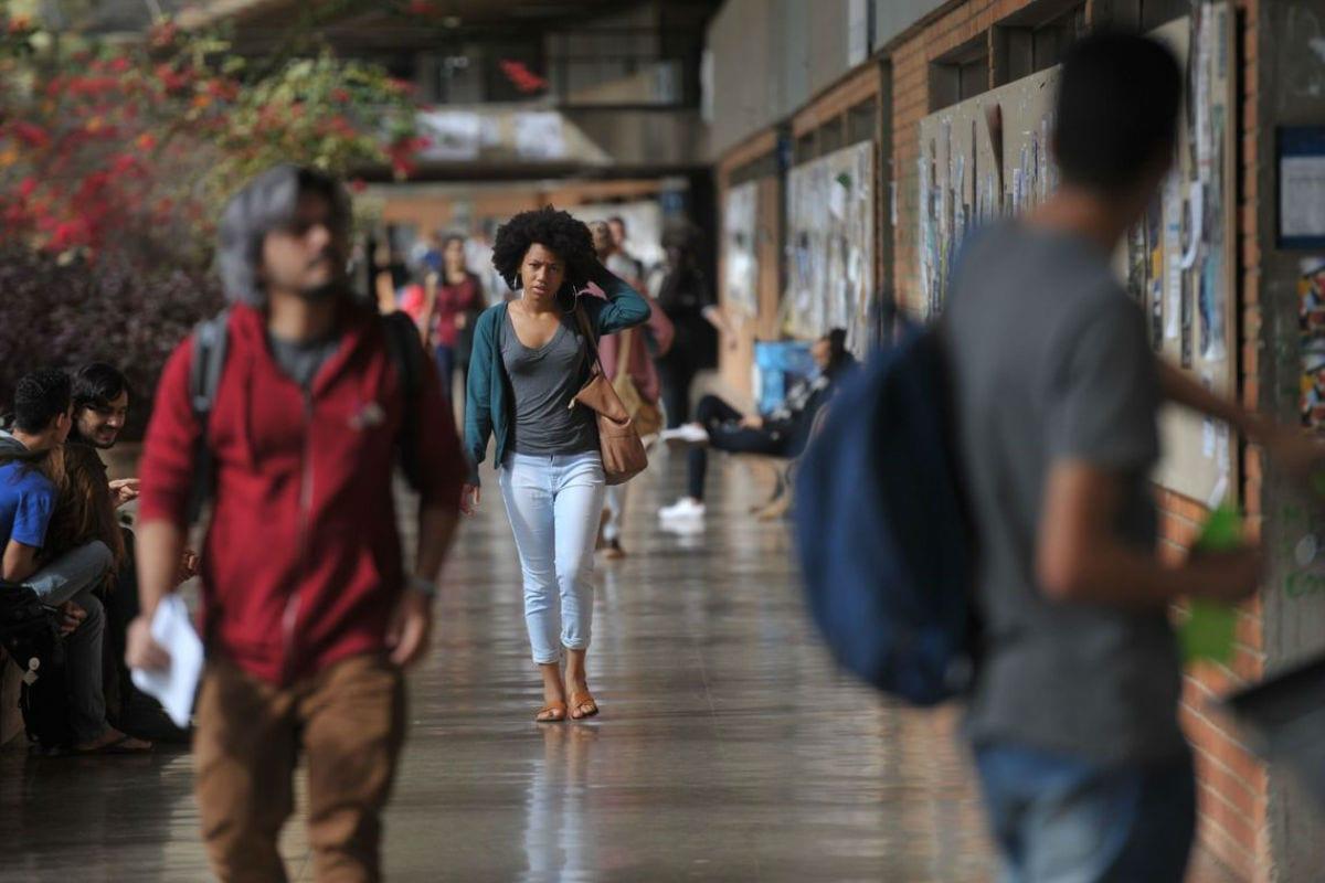 Relatório de CPI das universidades públicas sugere cobrança de mensalidade