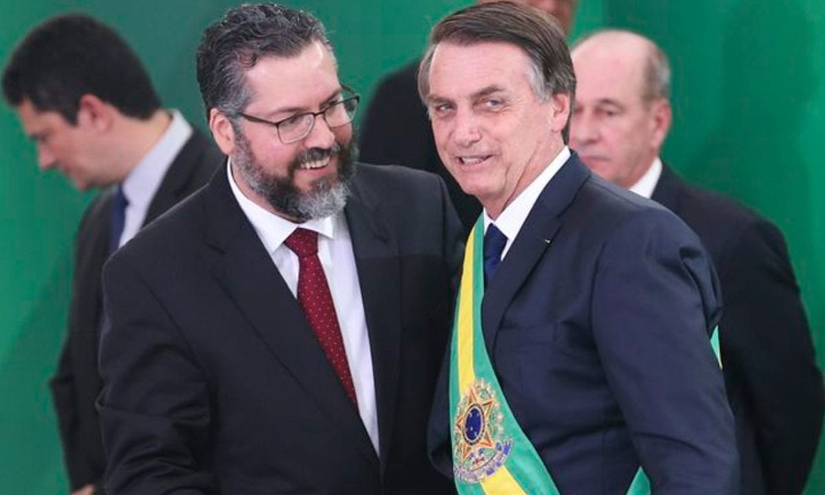 O presidente Jair Bolsonaro e o então ministro das Relações Exteriores, Ernesto Araújo. Foto: Agência Brasil