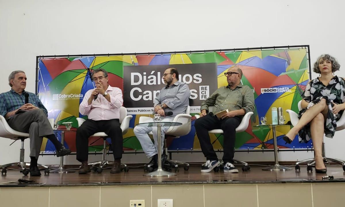 """Diálogos Capitais: """"Eles querem privatizar e desconstruir"""""""