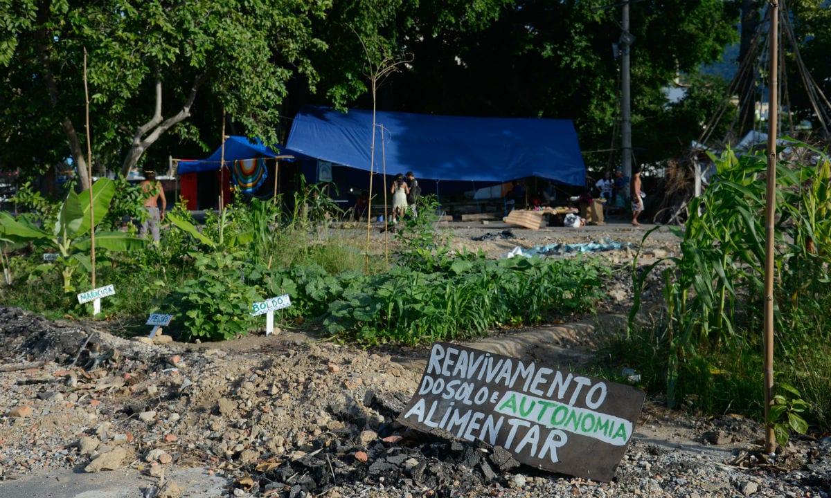 Sobre o direito à terra para os indígenas e a escalada dos agrotóxicos