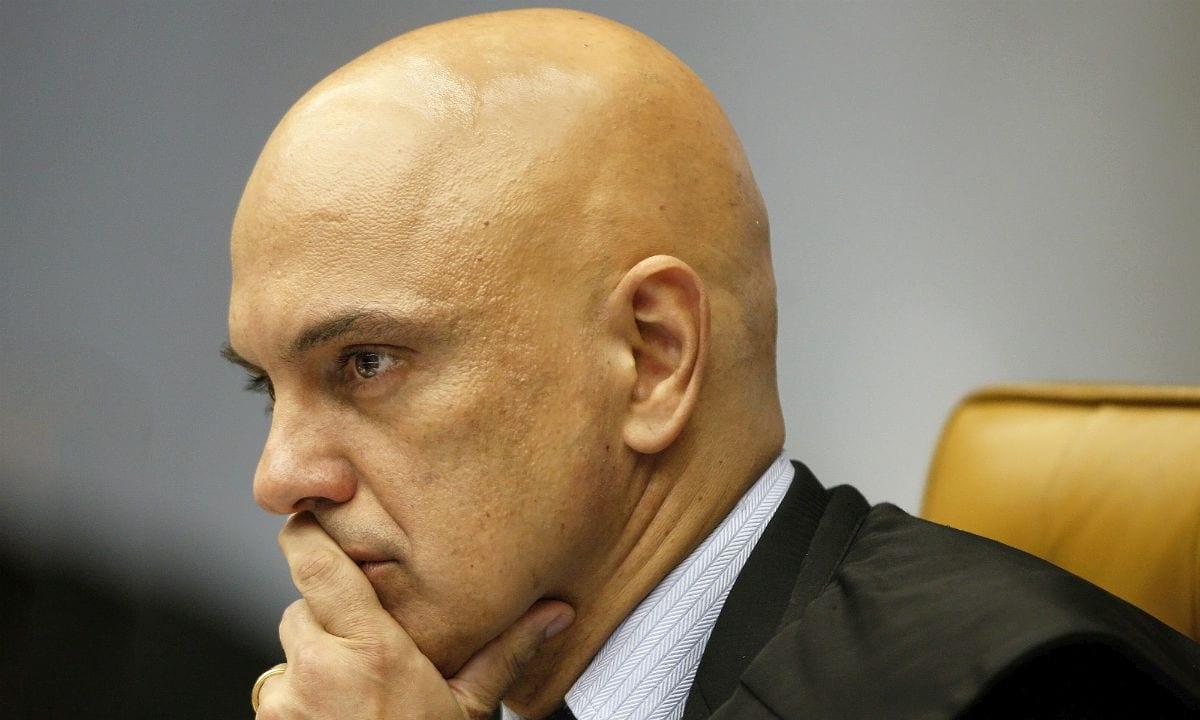 Moraes pede vista e julgamento sobre ampliação de acesso a armas é suspenso