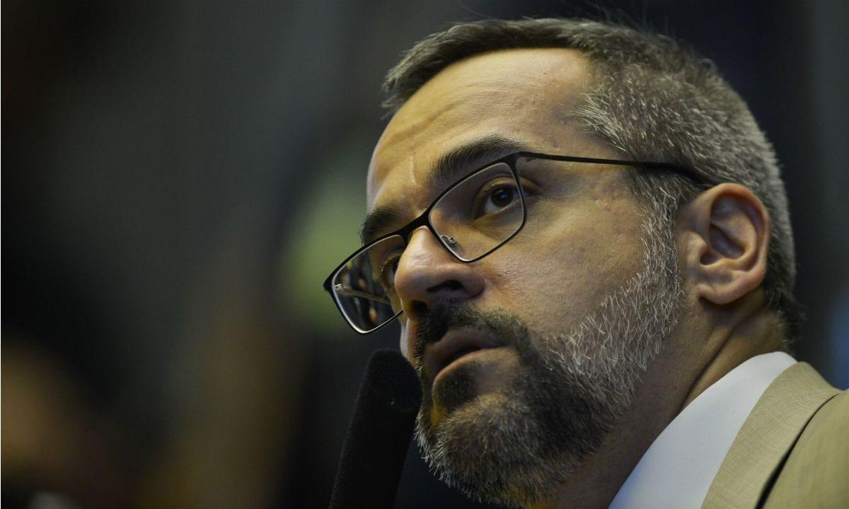 Após depor por escrito à PF, Weintraub fala em tentativa de calar liberdade de expressão