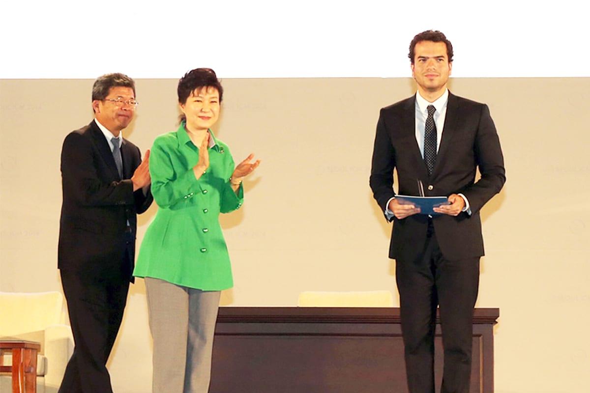O matemático Artur Avila recebendo a medalha Fields