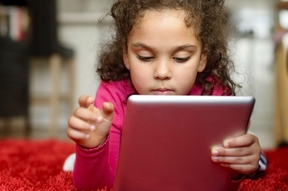 Há tempos a relação entre crianças e tecnologia divide opiniões|Há tempos a relação entre crianças e tecnologia divide opiniões