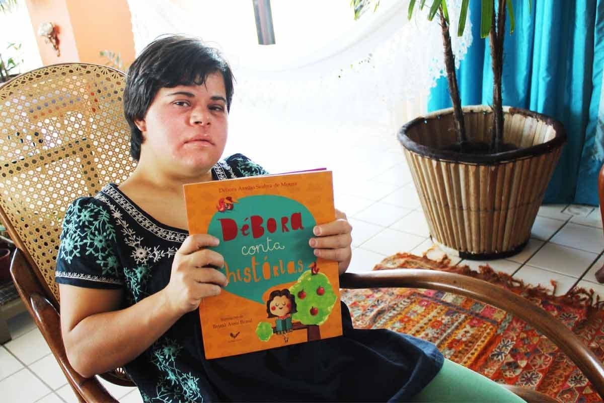 Debora Araujo||Débora Conta Histórias