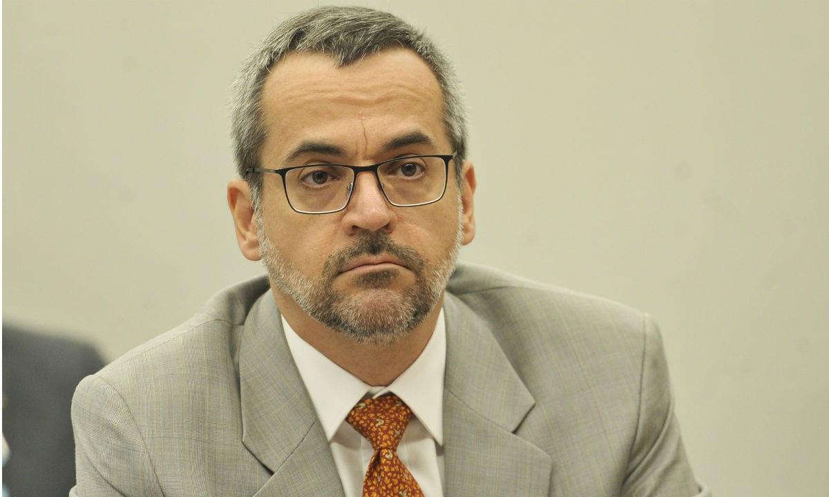 """Abraham Weintraub diz que universidades federais """"têm cracolândia"""""""