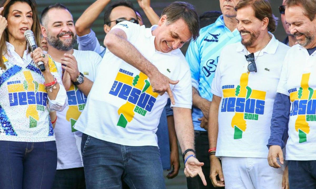 Na Marcha para Jesus, Bolsonaro admite tentar reeleição em 2022