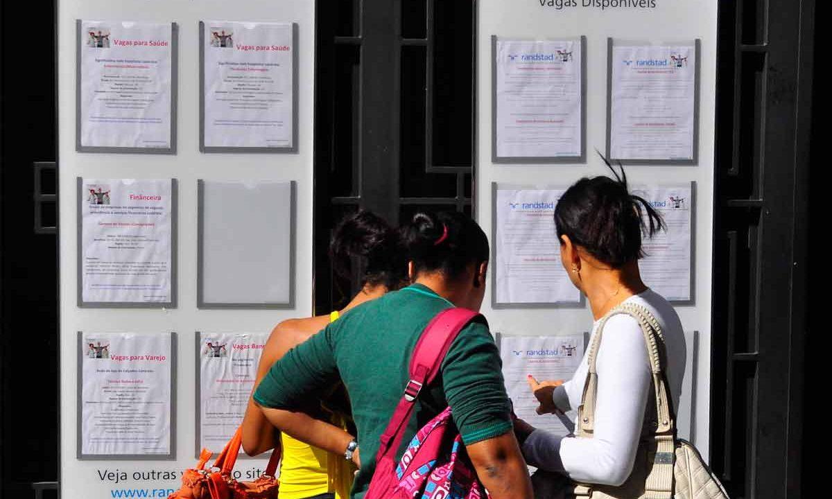 Meninas procuram emprego||Desemprego juvenil