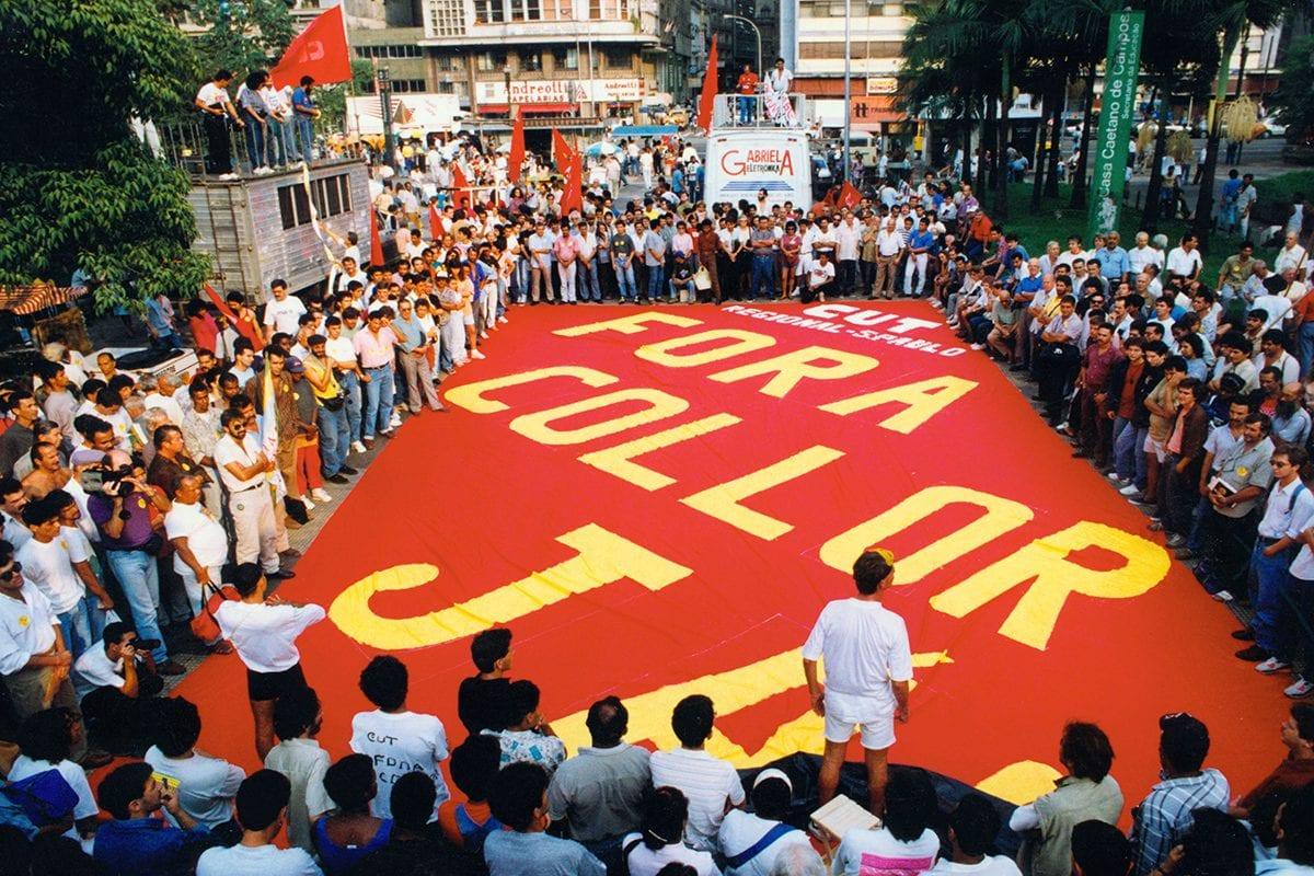 Impeachment Collor Manifestações de massa contra a presidenta acenderam a polêmica sobre a destituição de governantes eleitos
