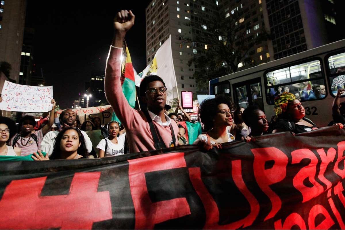Um jovem negro corre 5 vezes mais risco de ser morto do que um homem branco no Nordeste