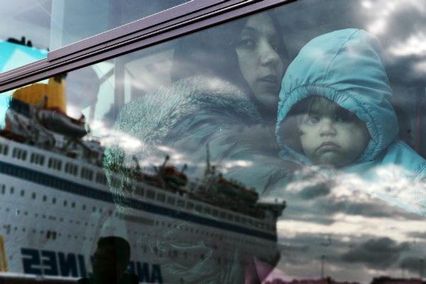 mulher e criança refugiados|