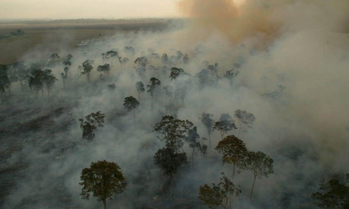 Nuvem de fumaça sobre a Amazônia