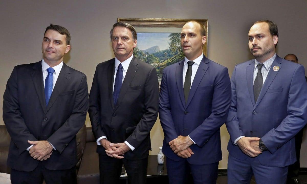 Conjunto de atos estapafúrdios de Bolsonaro não é cortina de fumaça