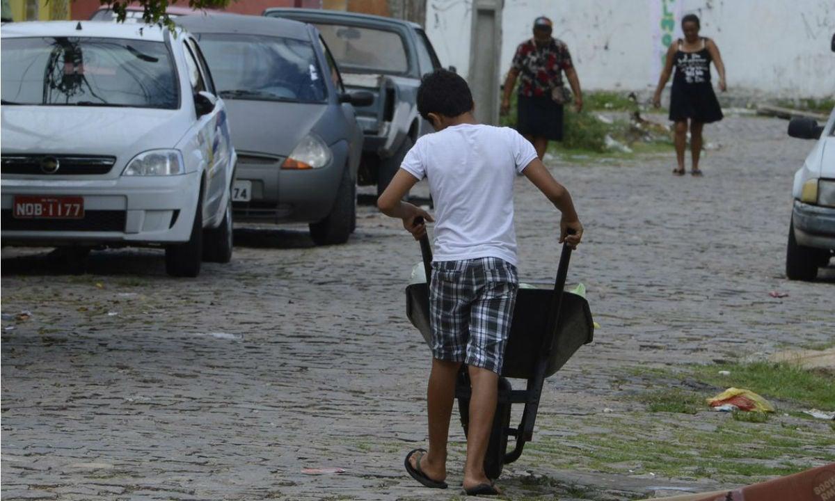 Realidade brasileira de trabalho infantil e precário deveria servir de alerta a toda medida de precarização de trabalhadores.