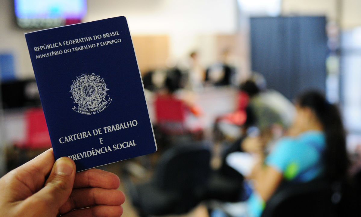 Trabalho informal bate recorde no Brasil, diz IBGE