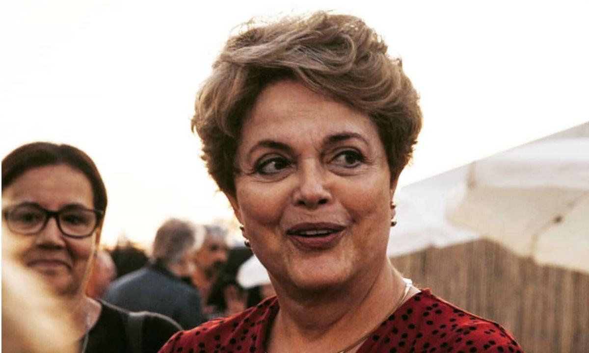 Dólar chega a 4,40, bate recorde e internautas fazem piadas com era Dilma