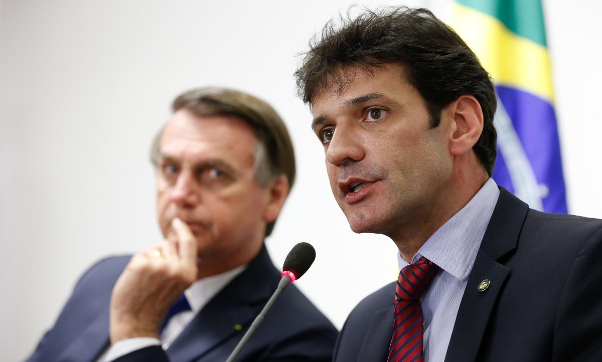 O presidente Jair Bolsonaro junto com o ministro do Turismo, Marcelo Álvaro Antônio (PSL).  Foto: Isac Nóbrega/PR