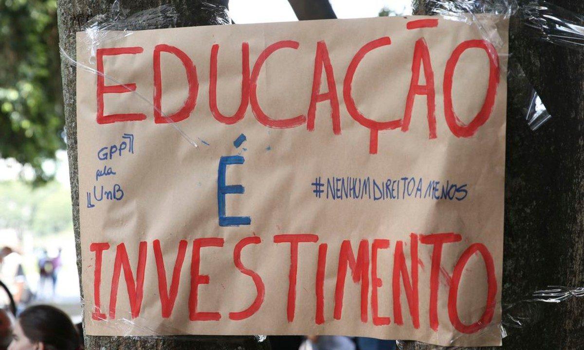 Estudantes e servidores da UNB protestam por mais recursos (Foto: Antonio Cruz/Agência Brasil)