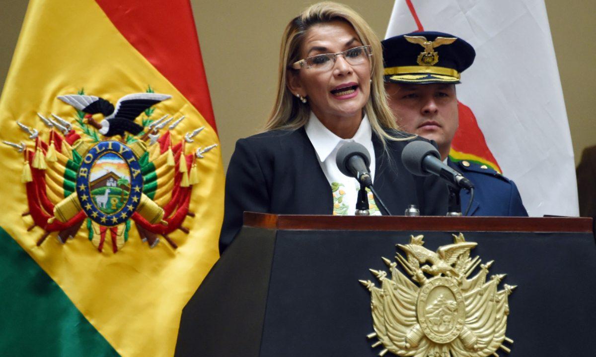 A presidente interina da Bolívia, Jeanine Áñez. Foto: AIZAR RALDES / AFP