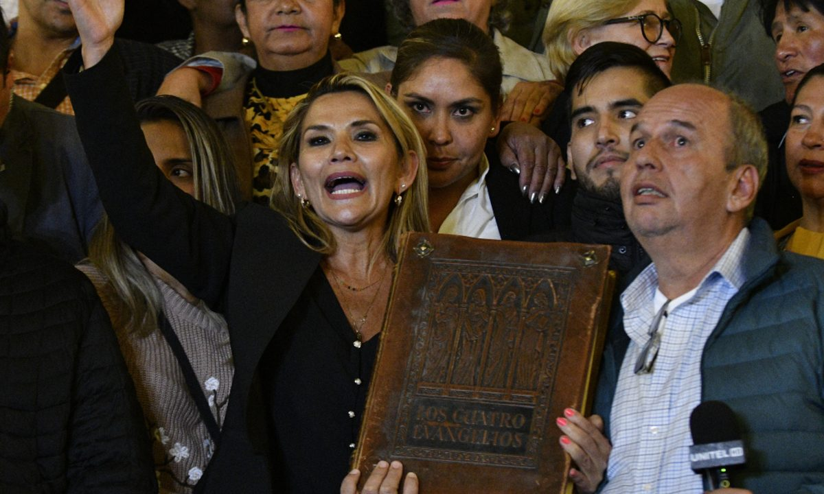 Senadora e presidente autodeclarada da Bolívia, Jeanine Añez. Foto: Aizar RALDES / AFP