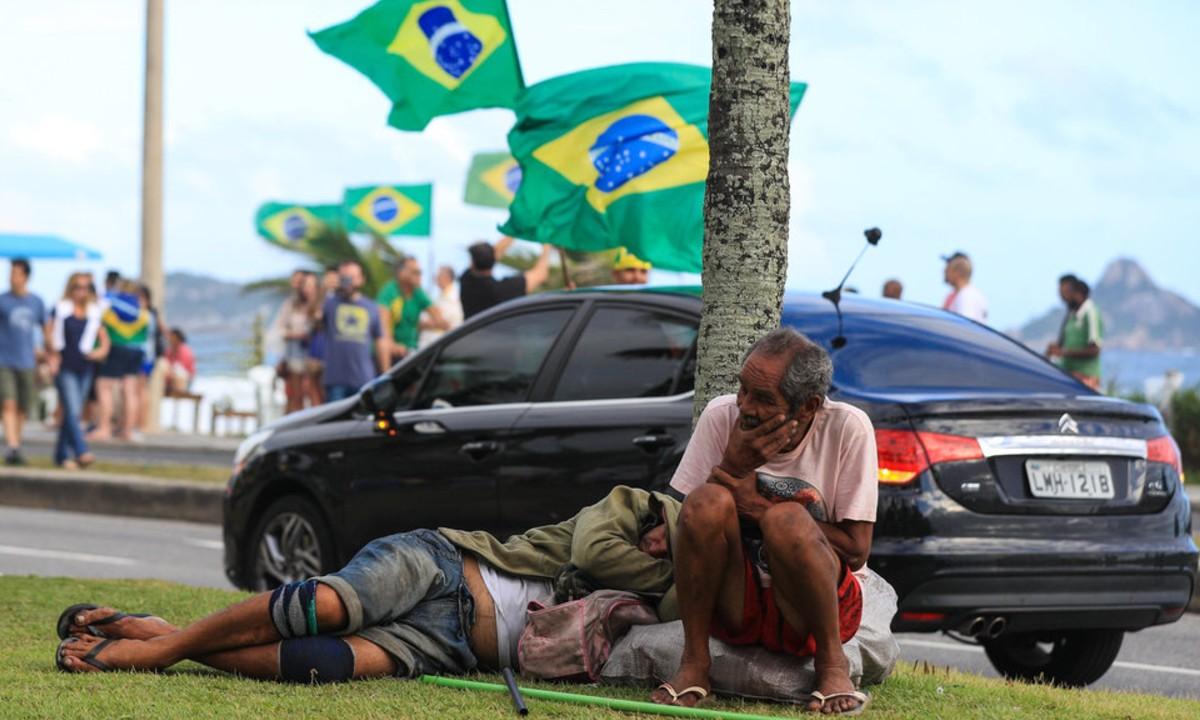 Os homenzinhos da carreata em favor de Jair Bolsonaro