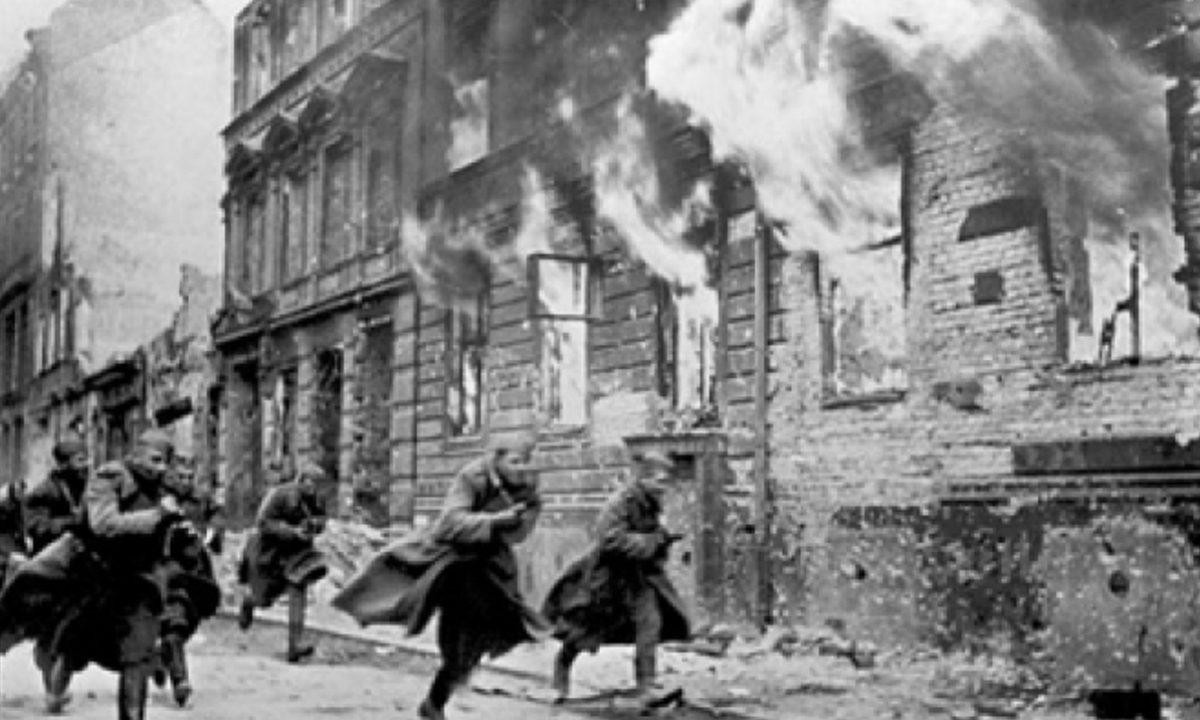 O episódio histórico da Noite dos Cristais na Alemanha, prenúncio do holocausto (Foto: Reprodução)