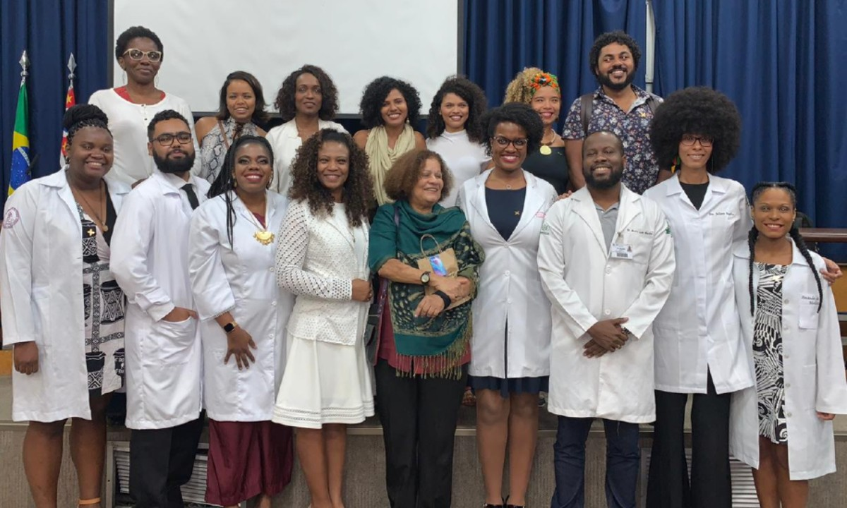 O Instituto Luiza Mahin (ILM) é a primeira associação de médicos e estudantes negros e nasceu com a intenção de promover e assegurar equidade de direitos políticos, educacionais, sociais e econômicos para alavancar a luta antirracista