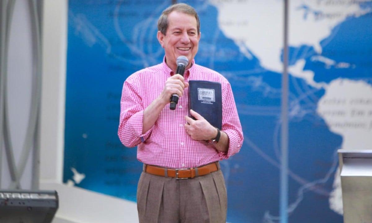 Conhecido como missionário R.R. Soares, reuniu-se com o presidente Bolsonaro e o secretário da Receita Federal – sua igreja deve mais de R$ 127 milhões à União
