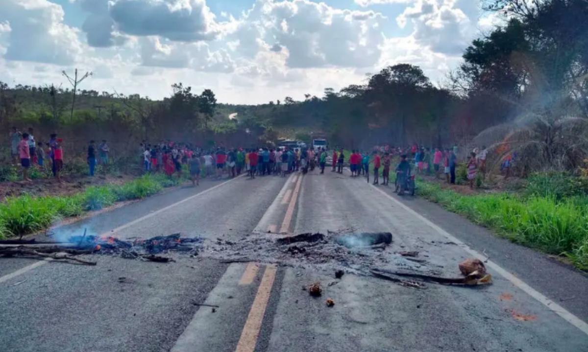 Protesto de índios Guajajara após atentado no Maranhão (Foto: Josoaldo de Oliveira/Divulgação)