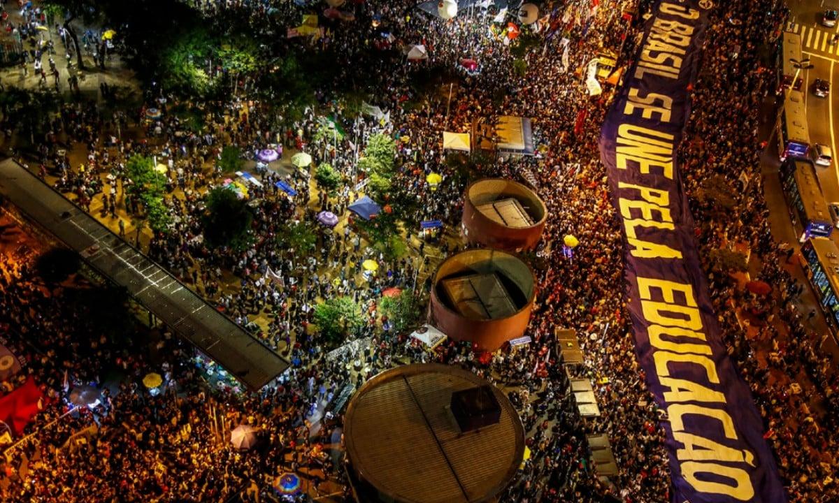 Desmobilização. As maiores manifestações contra Bolsonaro foram organizadas por estudantes. Explica-se o avanço sobre a renda das entidades. Foto: Miguel Schincariol/AFP