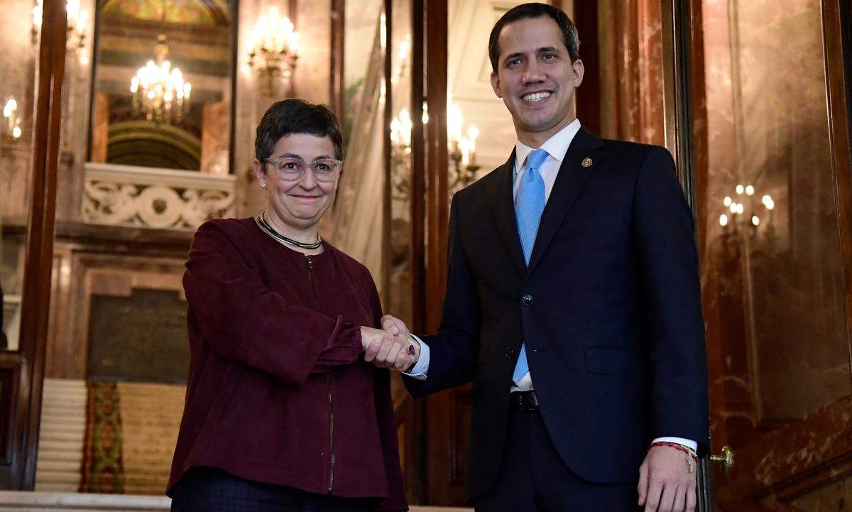 Juan Guaidó se encontrou neste sábado 25 com a ministra das Relações Exteriores da Espanha, Arancha González, em Madri. Foto: Javier Soriano/AFP