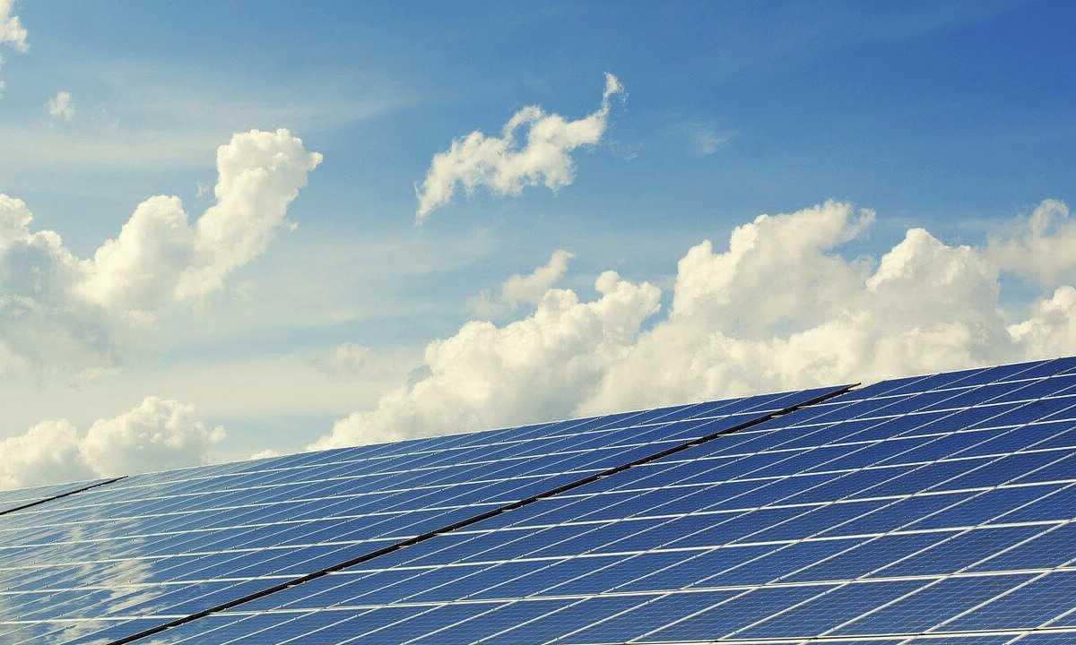 Mais de 471 mil apoiam petição que pede mais acesso à energia solar gerada por painéis (Foto: Imagem de andreas160578 por Pixabay)