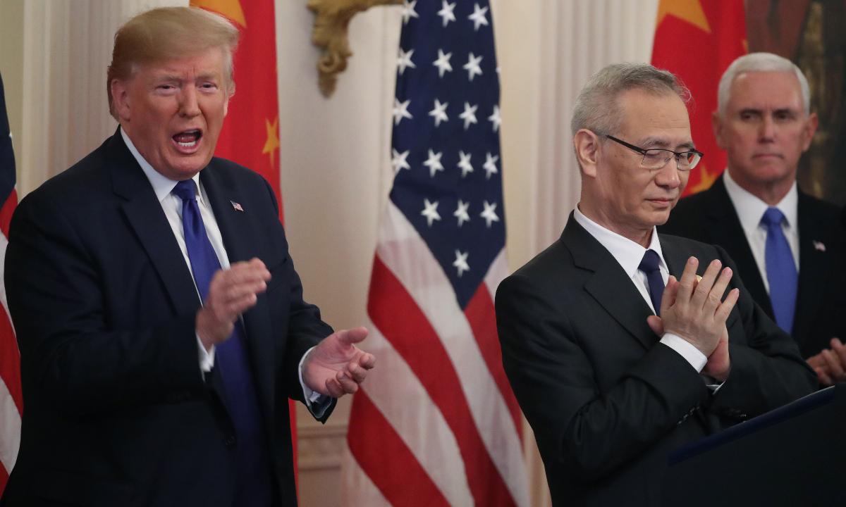 O presidente dos Estados Unidos, Donald Trump junto com  o principal negociador chinês, Liu He. Foto: MARK WILSON / GETTY IMAGES NORTH AMERICA / AFP