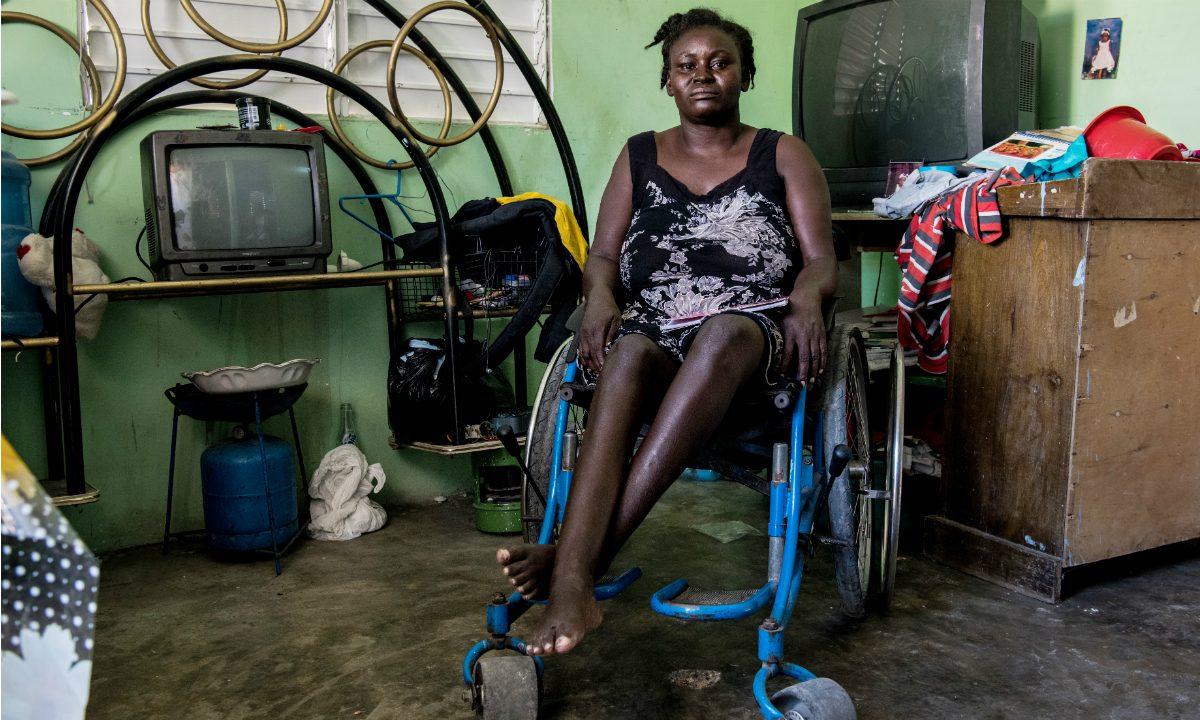 Herlande Mitile, sobrevivente do terremoto no Haiti (Foto: Chandan Khanna / AFP)
