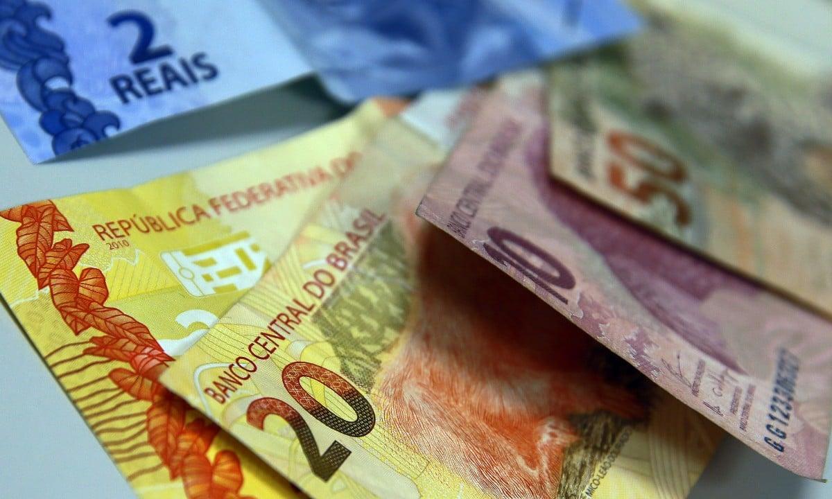 Valor do salário mínimo ficou fixado em 1.045 a partir de 1º de fevereiro (Foto: Marcello Casal Jr / Agência Brasil)