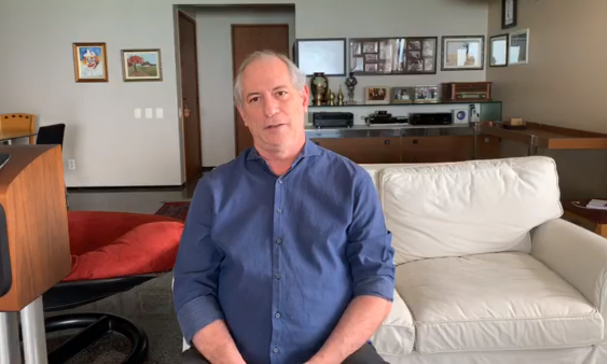 Em transmissão ao vivo, Ciro Gomes rechaçou vídeo divulgado pelo presidente Jair Bolsonaro. Foto: Reprodução/Facebook