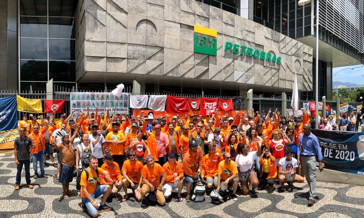Protestos de petroleiros contra demissões na Petrobras, em 2020. Foto: FUP