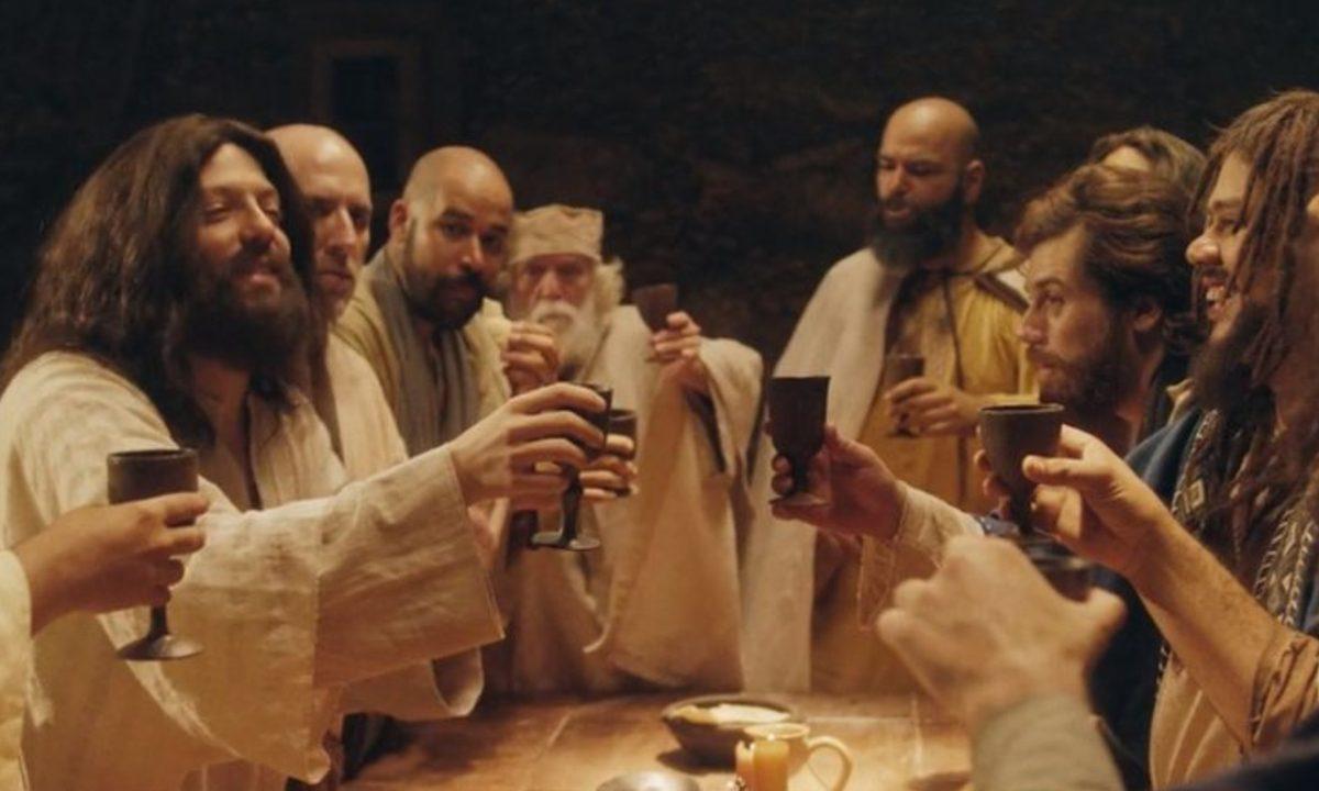 Cenas do especial de Natal 'Se beber, não ceie, do Porta dos Fundos. Foto: reprodução Netflix.