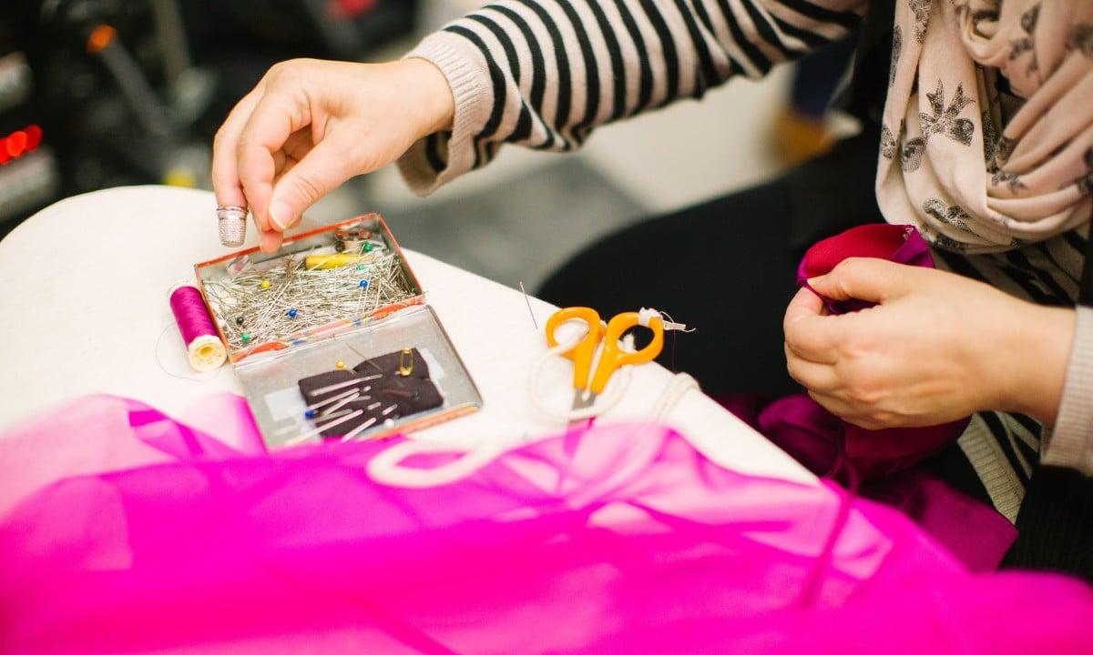 Quem faz nossas roupas? O urgente debate sobre consumismo e escravidão