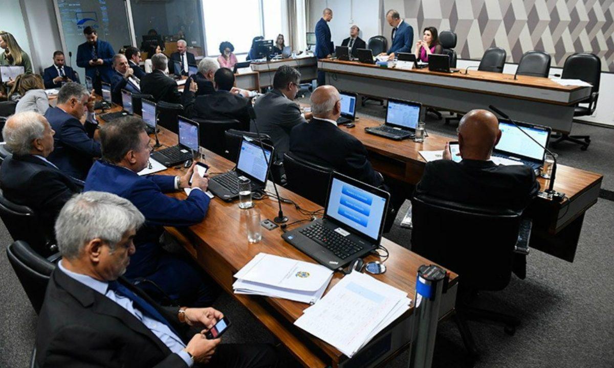 A aprovação da PEC levará à extinção de programas com relevantes impactos sociais e econômicos(Marcos Oliveira/Agência Senado)