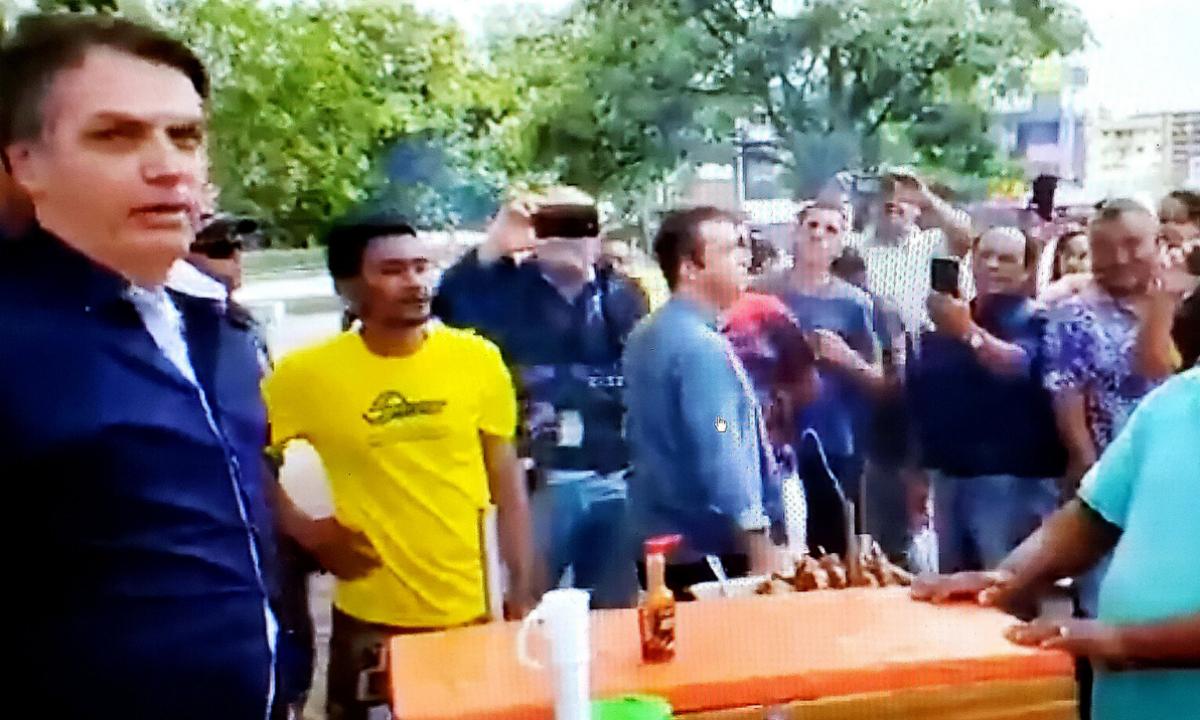 Bolsonaro na feira (Foto: Reprodução/TV)