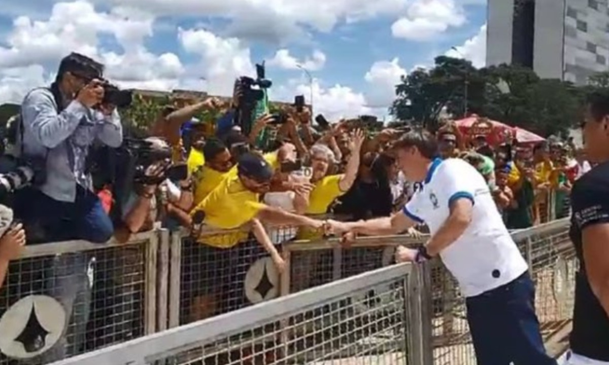 Cinco vezes em que Bolsonaro contrariou recomendações sobre coronavírus