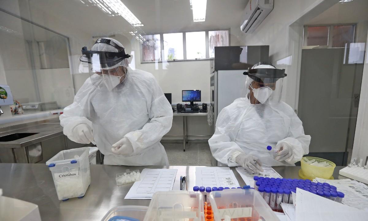 Laboratório de pesquisa do coronavírus. Foto: Paula Fróes/GOVBA