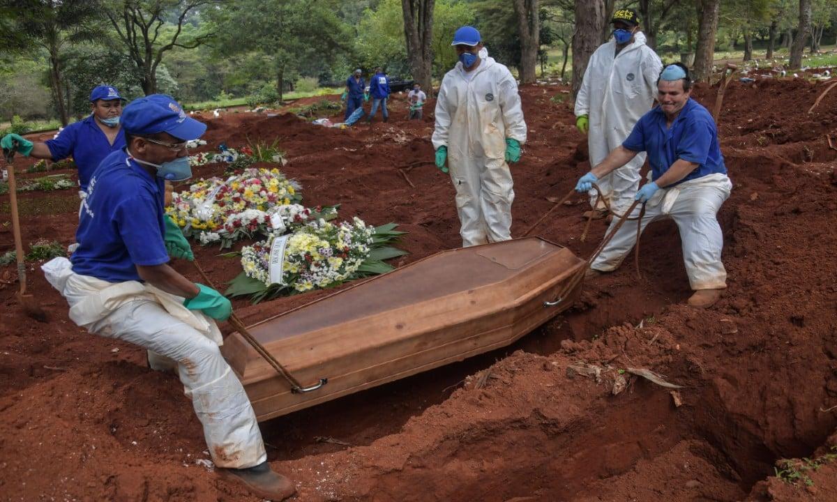 Covas do cemitério da Vila Formosa, em São Paulo. Foto: AFP Photos